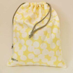 Vrečka za copate bele pike na rumeni Hopka