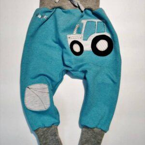 Otroške baggy hlače turkizne z traktorjem Hopka